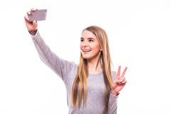 Selfie взятия девушки на телефоне Стоковое Изображение