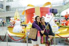 Selfie в международном аэропорте Гонконга Стоковое фото RF