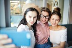 Selfie девушек Стоковая Фотография