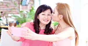 Selfie дочери с матерью Стоковые Фото