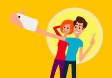 Selfie 微笑英俊的年轻的人看智能手机,拿着照相机和做与手机的selfie和,当时 库存照片