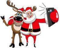 驯鹿圣诞节被隔绝的圣诞老人Selfie拥抱 免版税图库摄影