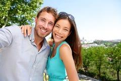 采取旅行selfie自画象的夫妇游人 免版税库存照片
