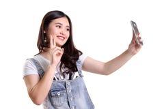 Selfie alegre de la muchacha para el triunfo aislado Foto de archivo