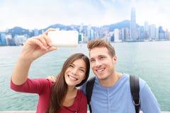 Selfie - amis prenant la photo en Hong Kong Photos libres de droits
