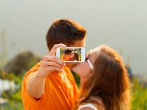 Selfie - baisers des couples Photo libre de droits