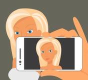 Selfie blondynki kobieta uzupełniał Zdjęcie Royalty Free
