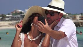 Selfie casado del turista de la pareja metrajes