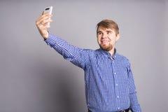 Selfie caucásico de la toma del hombre Imágenes de archivo libres de regalías