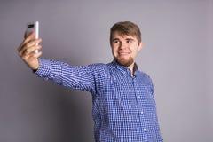 Selfie caucásico de la toma del hombre Imagenes de archivo