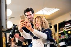Selfie con il parrucchiere Immagini Stock Libere da Diritti