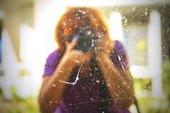 Selfie con un espejo sucio fotos de archivo libres de regalías