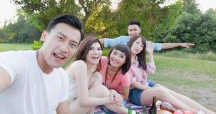Selfie d'amis heureusement Photo stock