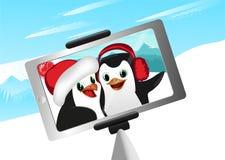 Selfie d'illustration de vecteur de deux de pingouins montagnes d'hiver illustration stock