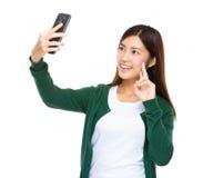 Selfie da tomada da mulher Imagem de Stock