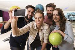 Selfie dans le club de bowling Photo libre de droits