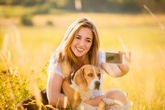 Selfie de femme et de chien Photo stock