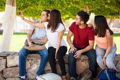 Selfie de groupe à l'école Photographie stock
