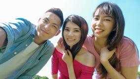Selfie de la gente joven feliz Fotos de archivo