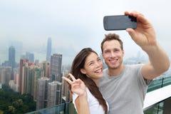 Selfie de los pares de los turistas de Hong Kong Victoria Peak Foto de archivo