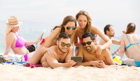 Selfie de plage d'amis Images stock