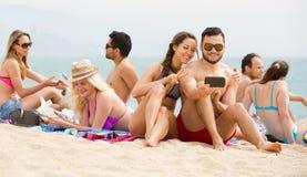 Selfie de plage d'amis Photographie stock