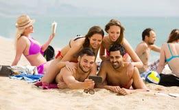 Selfie de plage d'amis Images libres de droits