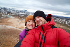 Selfie de touristes avec le fond de paysage images stock
