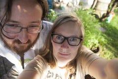 Selfie de un muchacho y de una muchacha imagenes de archivo