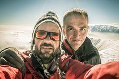 Selfie degli alpinisti sulla cima Fotografia Stock