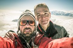 Selfie degli alpinisti sulla cima Immagine Stock Libera da Diritti
