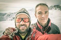 Selfie degli alpinisti sulla cima Immagine Stock