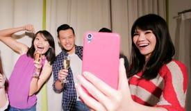 Selfie dei giovani felicemente Immagine Stock Libera da Diritti