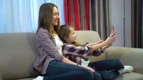 Selfie del pasatiempo de la diversión del ocio de la hija de la madre de la familia foto de archivo libre de regalías