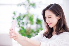 Selfie della donna di bellezza fotografie stock