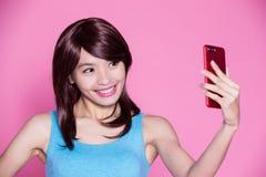Selfie della donna felicemente Fotografia Stock