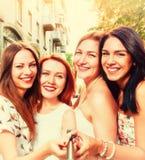 Selfie delle donne sorridenti Fotografia Stock