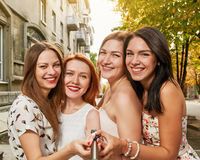 Selfie delle donne sorridenti Fotografie Stock Libere da Diritti