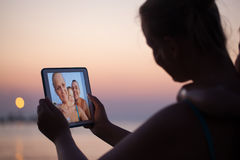 Selfie der glücklichen Familie auf Auflage während der Ferien Lizenzfreies Stockbild