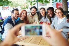 Selfie des amis heureux Photo libre de droits