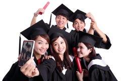 Selfie des glücklichen Schulabgängers Stockfoto