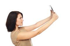 Selfie di presa femminile con la compressa digitale Immagini Stock