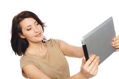 Selfie di presa femminile con la compressa digitale Fotografia Stock