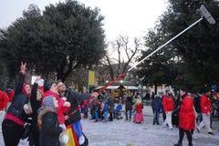 Selfie divertente con la scopa alla parata di carnevale a Verona Fotografia Stock Libera da Diritti