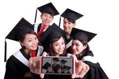 Selfie do estudante de graduados feliz foto de stock royalty free