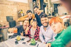 Selfie in een bar royalty-vrije stock foto
