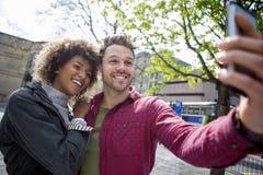 Selfie en la ciudad Foto de archivo libre de regalías