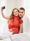 Selfie enceinte de couples Photo stock