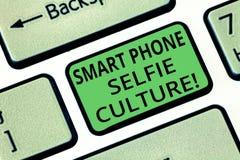 Selfie för telefon för handskrifttext smart kultur E arkivbilder
