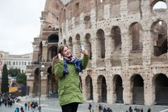 Selfie in front of Colosseum, Rom royalty free stock photography